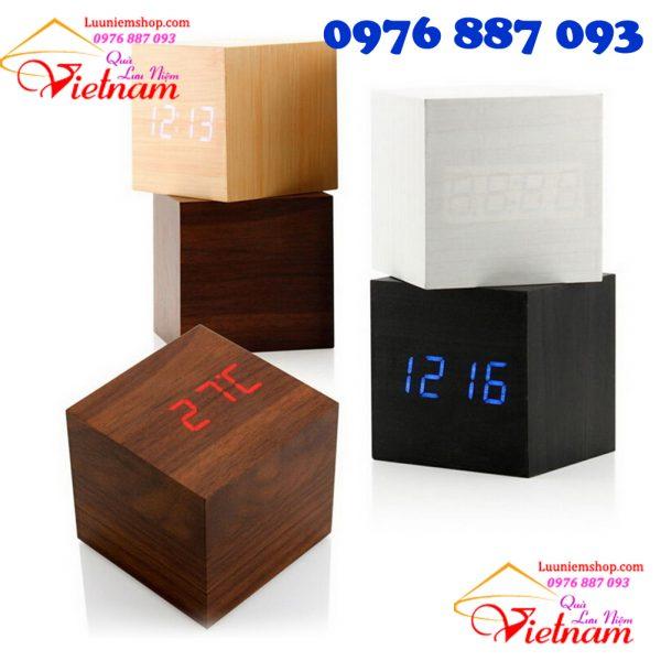 Đồng hồ hình vuông để bàn