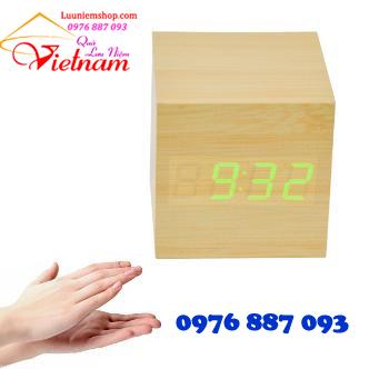 đồng hồ vuông bằng gỗ