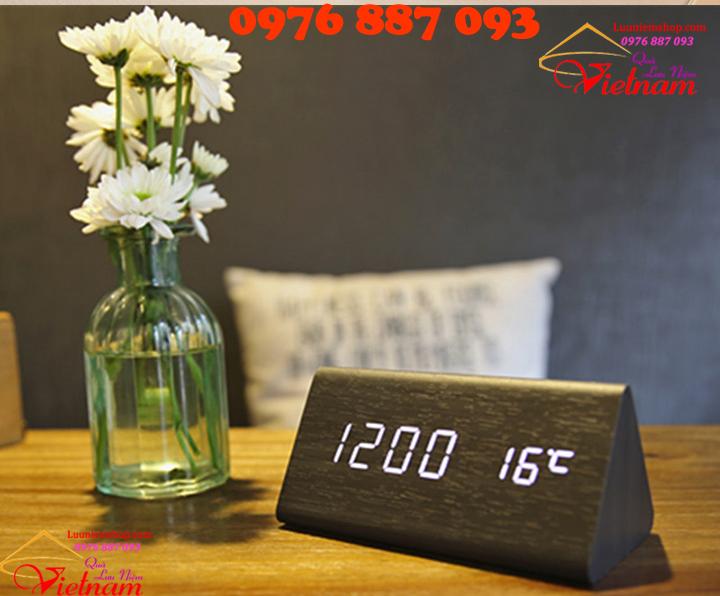 Đồng hồ trang trí để bàn bằng gỗ